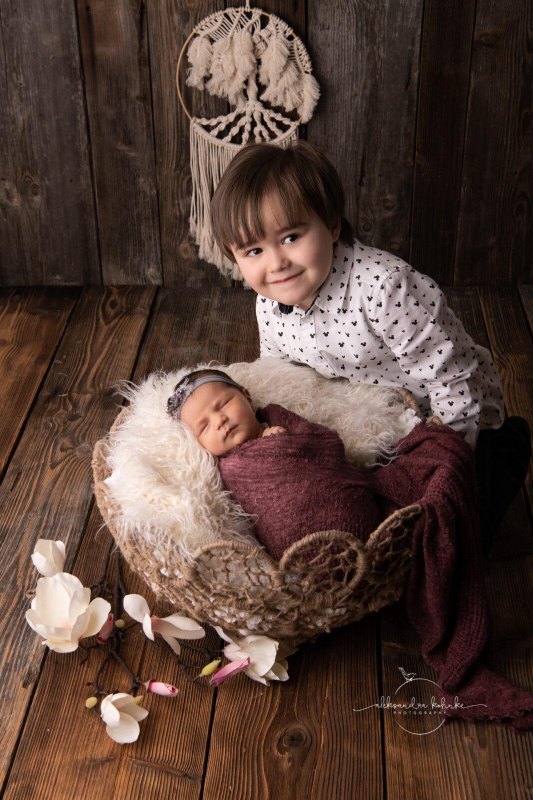 Geschwistershooting mit Neugeborenen im Fotostudio in Rapperswil Jona
