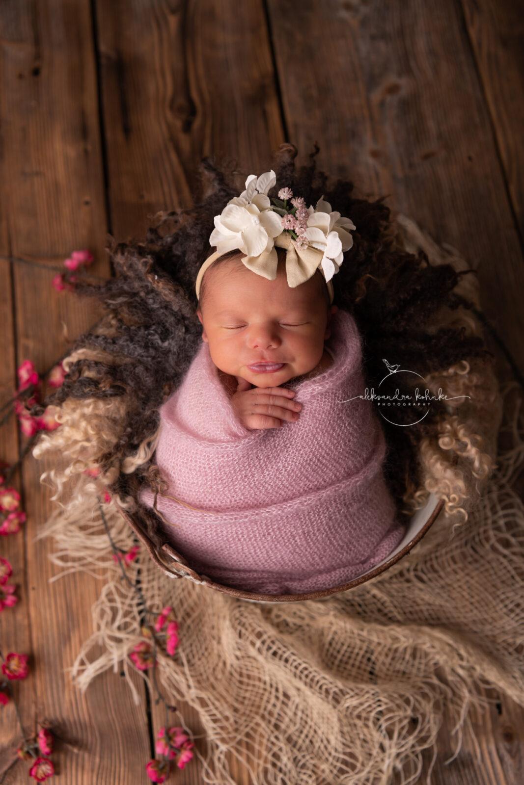 Süsse Neugeborenenbilder als Erinnerung bei Fotograf Aleksandra Kohnke